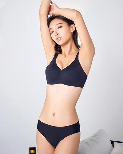 Seamless comfortable underwear suit